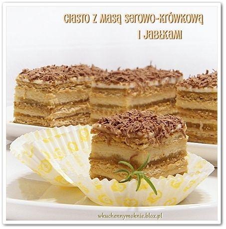 ciasto z masą serowo-krówkową i jabłkami na herbatnikach