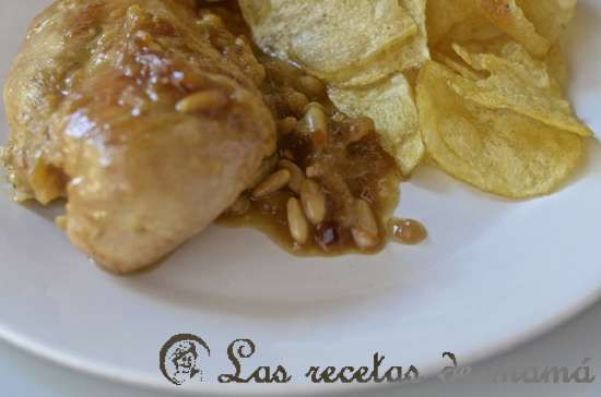 pollo encebollado en salsa de piñones