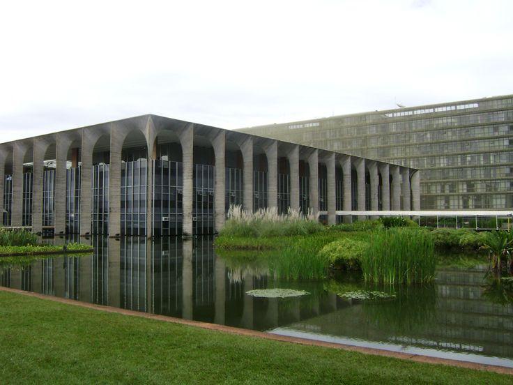 Palácio do Itamaraty, Brasilia, landscaping by Roberto Burle Marx