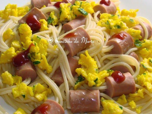 O Cantinho da Marta: Esparguete com Salsichas e Ovo mexido