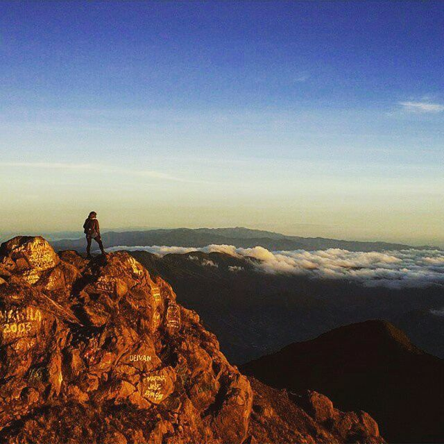 "EN LA CIMA DEL VOLCÁN BARÚ ❤ #Repost @thabluechai ・・・ ""Si no escalas la montaña,  jamás disfrutarás del paisaje."" ================ #Panama #love #fashion #igers #food #bestoftheday #instagood #likesforlikes #likesplease #follow #followalways #photooftheday #followme #likes #happy #beautiful #followforfollow #likes4likes #l4l #instadaily #selfie #smile #likesreturned #likeforlike #followback #topliketags #instalike #amazing #follow4follow"