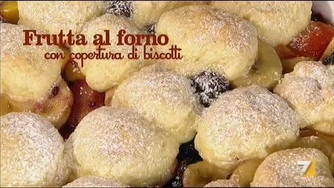 VIDEO LA7: INGREDIENTI PER 'CROSTATA DI ANANAS E MELE' 1 rotolo di pasta frolla 9 fette di ananas sciroppate 50 gr di zucchero 3 mele burro qb zucchero a velo q
