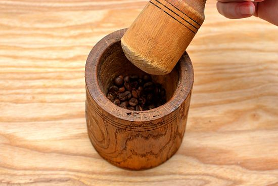 Grinding coffee beans without a grinder