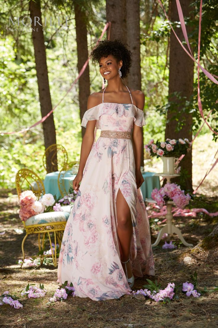 Zwiewna kwiatowa suknia w stylu boho, Mori Lee Lekka suknia z chiffon'u Mori Lee z kolekcji PROM. Rozcięcie przy nodze …