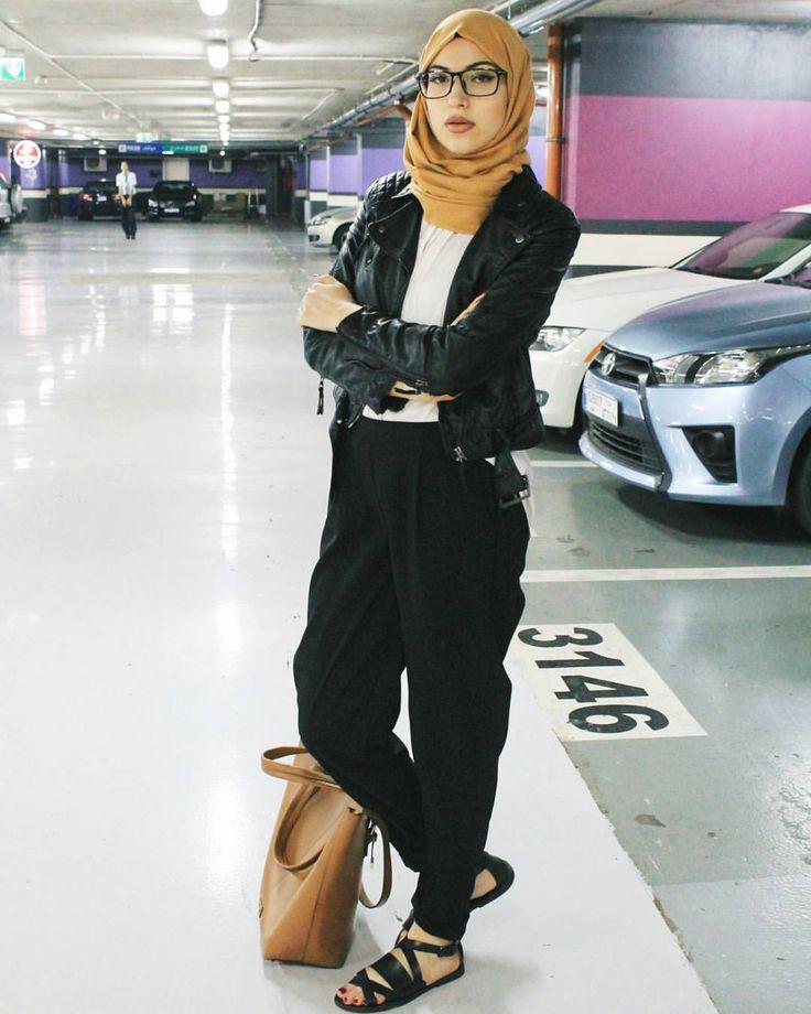 """Manar Asaad su Instagram: """"//The black leather moto jacket//"""""""