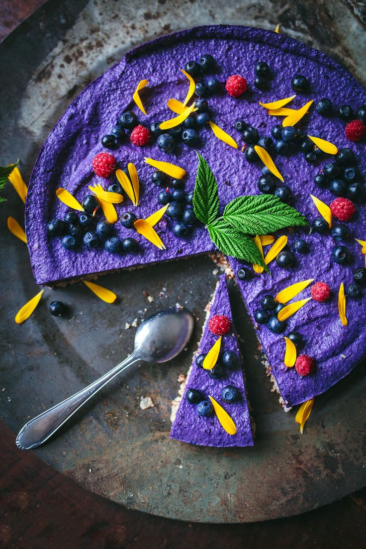 Raw Blueberry Cheesecake / Raw Blåbärscheesecake - Evelinas Ekologiska http://evelinasekologiska.femina.se/