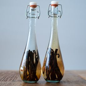 DIY Vanilla Extract.  Start making it now to give out by Christmas!