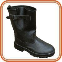 Кирзовые сапоги и туфли