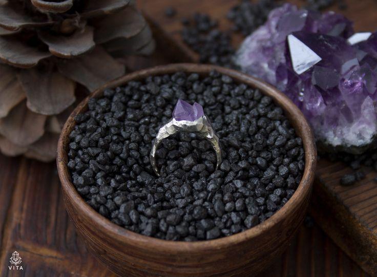 VITA Живые украшения Аметистовые горы - кольцо серебро 925, природный кристалл аметиста