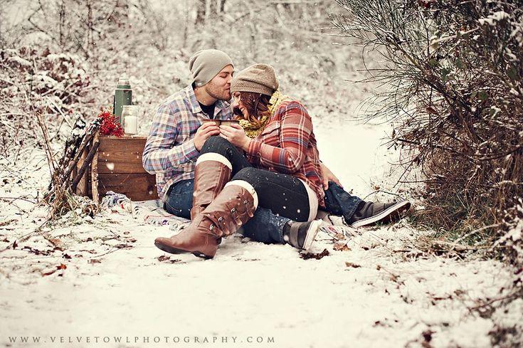 Romantic Photo Session Idea / WINTER PICNIC / Engagement Photography / PROP IDEAS