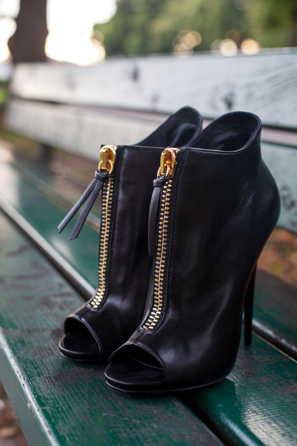 zipper peep-toe booties