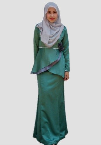 Ammara Rose Baju Kurung Moden from wandaraffa in Green Be gorgeous by wearing ammara rose kurung moden from wandaraffa. Adorned with fabric roses and beads with swarovski inspired stoned highlight the elegance of the wearer.  ... #bajukurung #bajukurungmoden