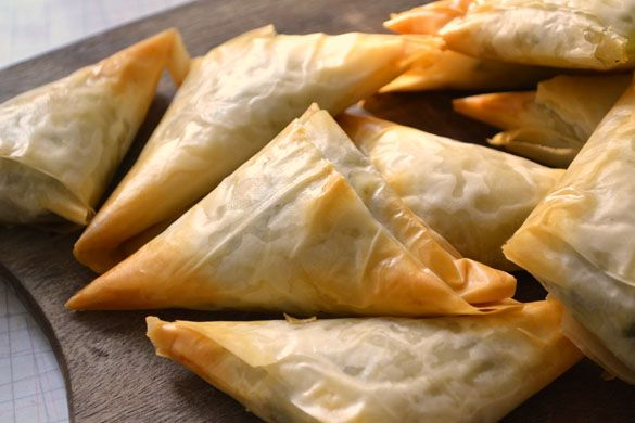 Kale Spanikopita Triangles: Super Food, Kale Spanikopita, Food Bloggers, Food 3, Greek Food, Spanikopita Triangles, Food Discovery, Favorite Food, Delicious Food