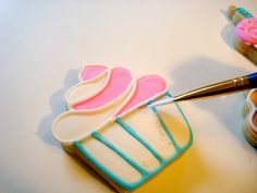 Sugar Bea's Blog: How to Line and Flood a Cookie with Royal Icing