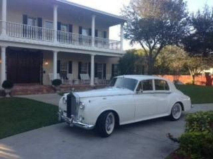 1961 Rolls-Royce, Silver Cloud II  53995.00 USD  1961 Rolls Royce Silver Cloud II Let Everyone Know you have arrived!!  • Left hand drive with and automatic transmission • 1976 Chevy 350 motor rebuilt in 2000. Turbo 350 transmission. • Runs and drives great • Great car to add to your wedding fleet or for yourself • Has a GM a/c that blows cold! • In very good condition with a black interior and white exterior •  ..  http://www.collectioncar.com/detailed.php?ad=53804&cat..