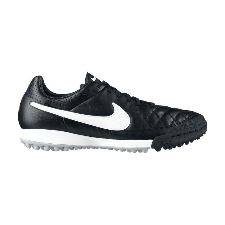 Κλασσικό ποδοσφαιρικό παπούτσι της Nike από μαλακό δέρμα, που προσφέρει ουδέτερη επαφή με την μπάλα. Συνδυάζει την ποιότητα των υλικών με τη μοντέρνα τεχνολογία. Ειδικό για φυσικό και τεχνητό χλοοτάπητα.