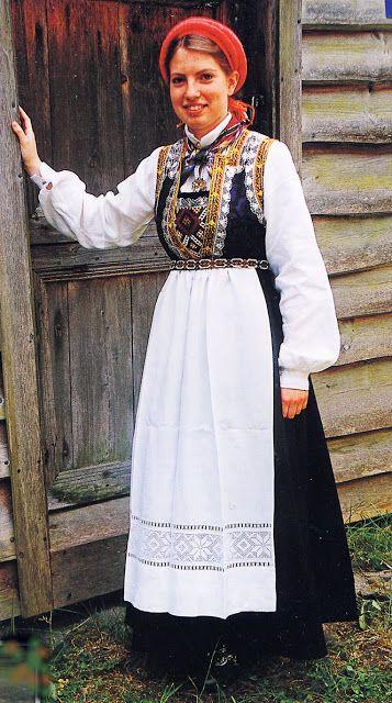 FolkCostume&Embroidery: Overview of Norwegian costume, part 3B. Hordaland