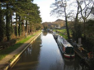 Canal Guide - The Grand Union Canal Main Line: Canal Boat Hire, Canal Boat Holidays, Birmingham, Napton, Warwick Castle, Leamington, Solihull, Long Itchington