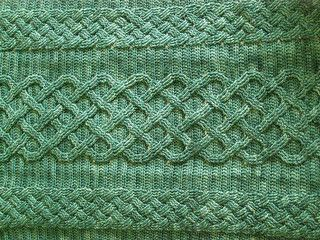"Finished Size: 27½"" wide and 32"" long."