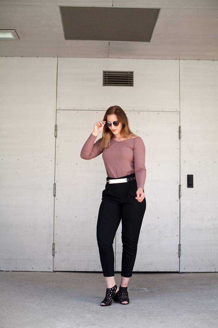 IVY REVEL | Casual outfit | Black trousers | Spikes | Belt | Jadeyolanda.fi