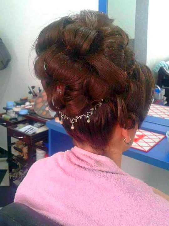 chignon choucroute avec ornements in 2020 | Extremely long hair