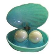 SALE Mid-Century Plastic Oyster and Pearl Salt and Pepper Shakers. ❤️