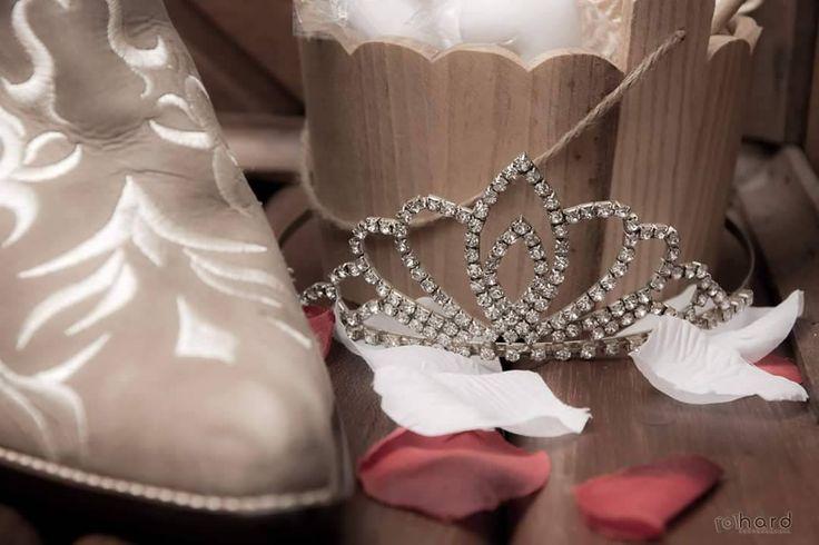 Making Of da noiva... #hardphotographia #hard2017 #casamento #noiva #noiva #vestidodenoiva #vestido #wedding #weddingispiration  #love #bota #hair #bridalhair #weddings #countrywedding #bride #nicejob #makingof #bridal #loveit #lovely #countrystyle #passion #building #dress #bridaldress #country http://gelinshop.com/ipost/1522943943305947770/?code=BUilXKRlWp6