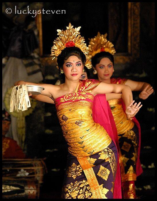 The Puspa Wresti Dance, a ritual dance for temple ceremony - Ubud, Bali
