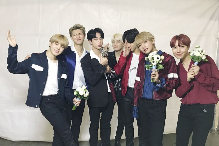 """angels // """"#BTS 2018 Golden Disk Physical Album Daesang award! Dreams that were made into reality, ARMY is #BTS 's light✨ Thank you!"""""""