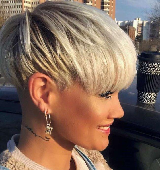 Weiße Und Graue Kurze Haare 2019 Frisuren Kurze Graue