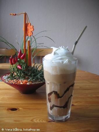 Iskaffe med glass och gräddeRecept - Frappe (iskaffe)