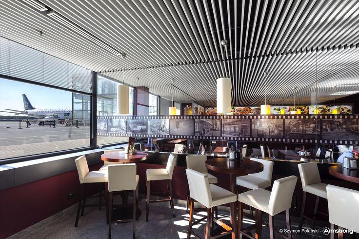 Lotnisko, Wrocław, Armstrong, sufity podwieszane, sufit akustyczny, ceiling, acoustic, Metal Baffle