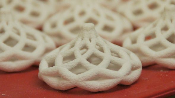 3d printed sugar spiral cake topper in production http://3dchef.nl/2014/06/17/sitting-pretty/