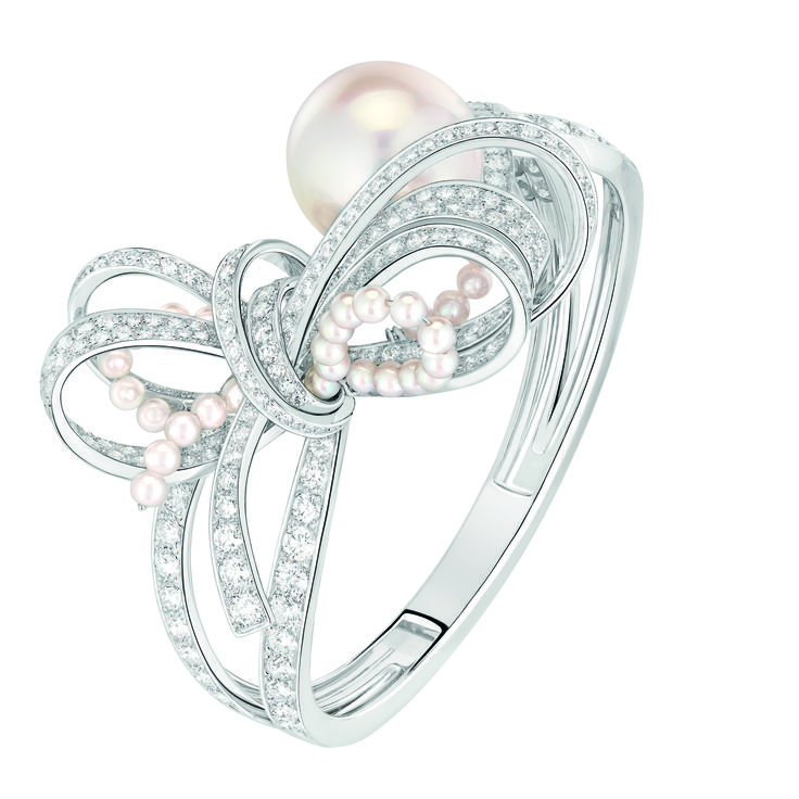 """Chanel - Les Perles de Chanel - """"Perles de Couture"""" bracelet in white gold set with 259 brilliant-cut diamonds with a total carat weight of 8.6 carats, 1 cultured South Sea pearl 17.6mm in diameter and 36 cultured Japanese pearls"""