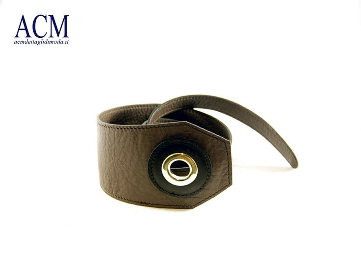 Cintura donna in pelle morbida sagomata e chiusura con maxi occhiello #woman #leather #belt