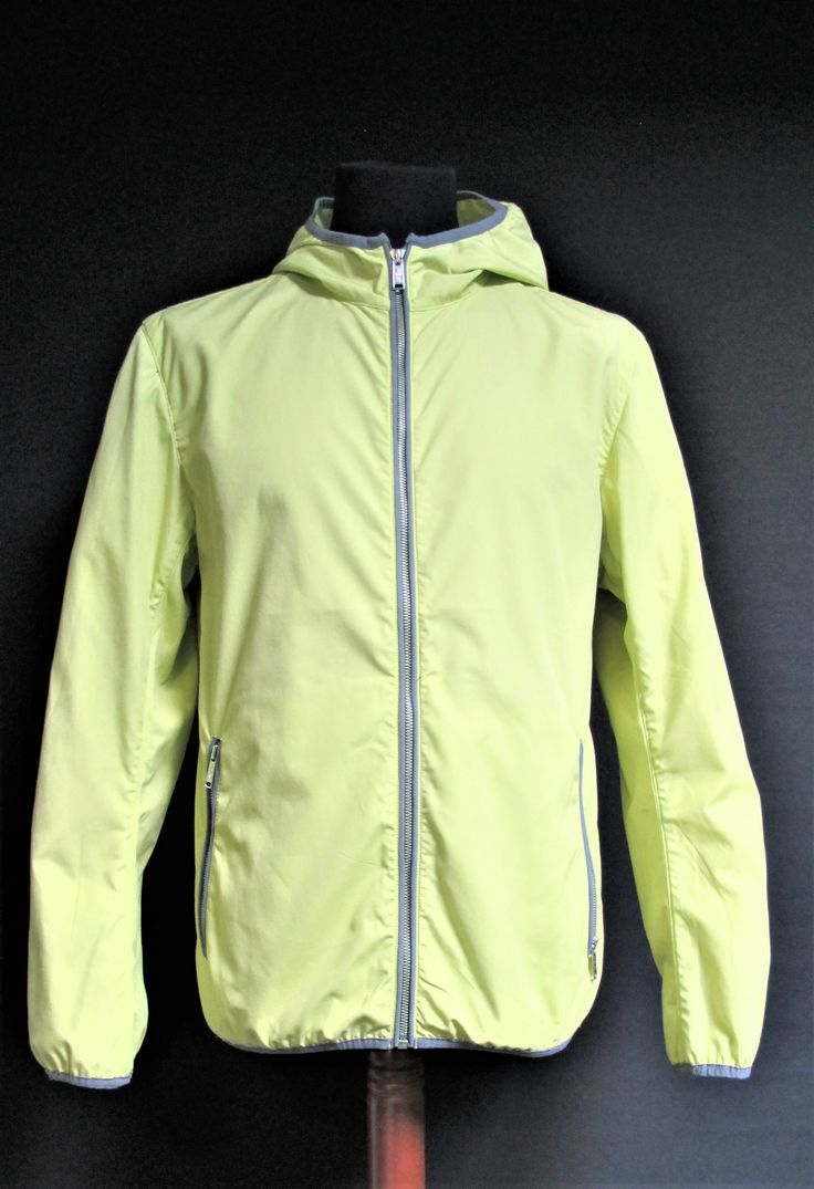 Ak europe | sporty trend | anti-wind jacket men | man street style | fitness | stay active | spring collection | casual wear | italian style