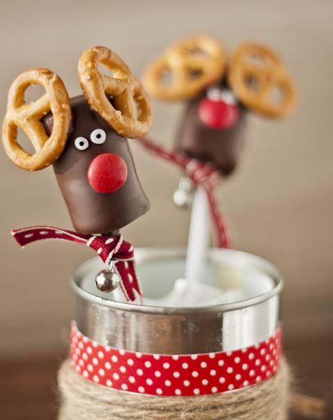 Piruletas de chocolate para Navidad. ¿Os animáis a crear una buena colección de deliciosos renos piruleta que anuncien la tan esperada llegada del Sr. Papa Noel?
