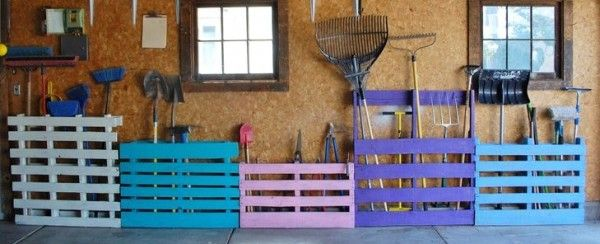 Pallet garden tool rack you can make
