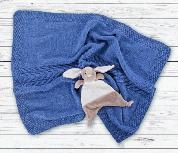 For et nydelig teppe! Oppskriften finner du her: http://blogg.nille.no/2013/10/strikk-selv-babypledd-i-alpaca-soft.html
