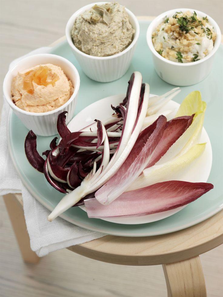Le dip sono salse di accompagnamento per finger food. Prova queste tre varianti da gustare con semplici foglie di insalata. Un antipasto light ma gustoso!