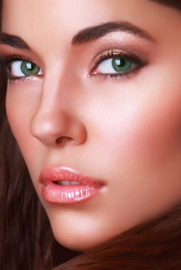 I love the shimmery eye shadow and the glowing complexion, beautiful for bridal makeup