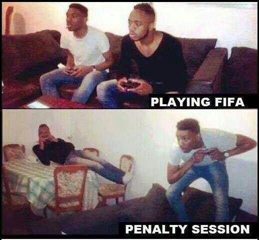 Śmieszne zachowanie dwóch zawodników podczas rzutów karnych w grze FIFA • Wszyscy tak robią kiedy dochodzi do rywalizacji w karnych >> #football #soccer #sports #pilkanozna #funny #fifa