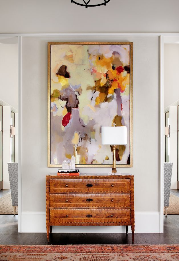 Play up vertical lines by hanging a tall piece on a narrow wall.... - http://www.oroscopointernazionaleblog.com/play-up-vertical-lines-by-hanging-a-tall-piece-on-a-narrow-wall/