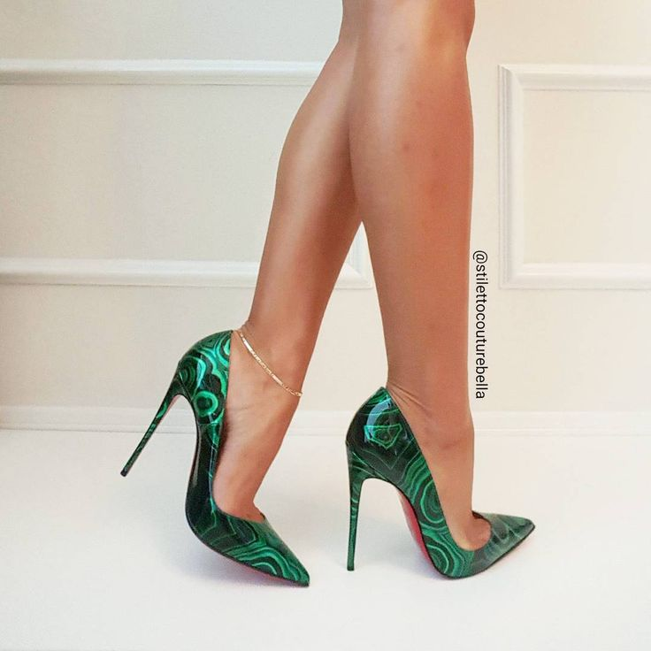 Stiletto Bella:  green pumps, anklet, toe cleavage,  and great calves