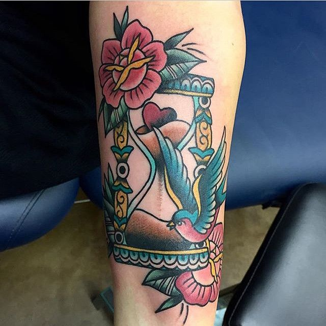 50 Valuable Hourglass Tattoo Designs and Meanings – Time is Flying