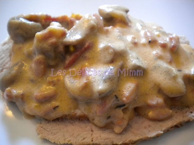 Rôti de veau aux lardons et champignons, sauce tomatée