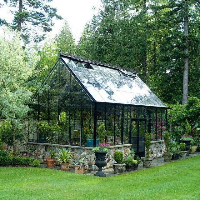 Gewachshaus Im Garten Rasenflache Mediterranische Pflanzen