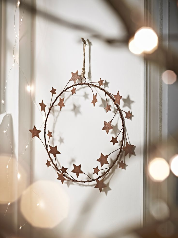 Amber coloured rust effect starry wreath