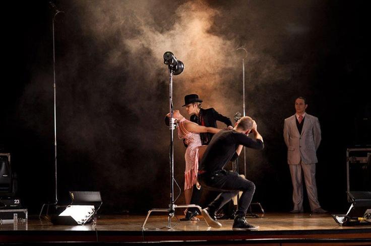 Un 'shooting' junto a Diego Cadavid en Colombia's Next Top Model. ¿Qué tal esta sesión de fotos musical?
