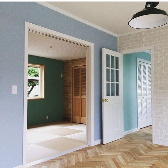 mtokさんの、床,ルーバー扉,畳,部屋全体,ブリックタイル,名古屋モザイク,ペンキ塗り,和室,ヘリンボーン,ペンダントライト,のお部屋写真